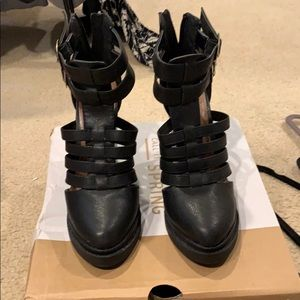 Cut out black wedge great condition